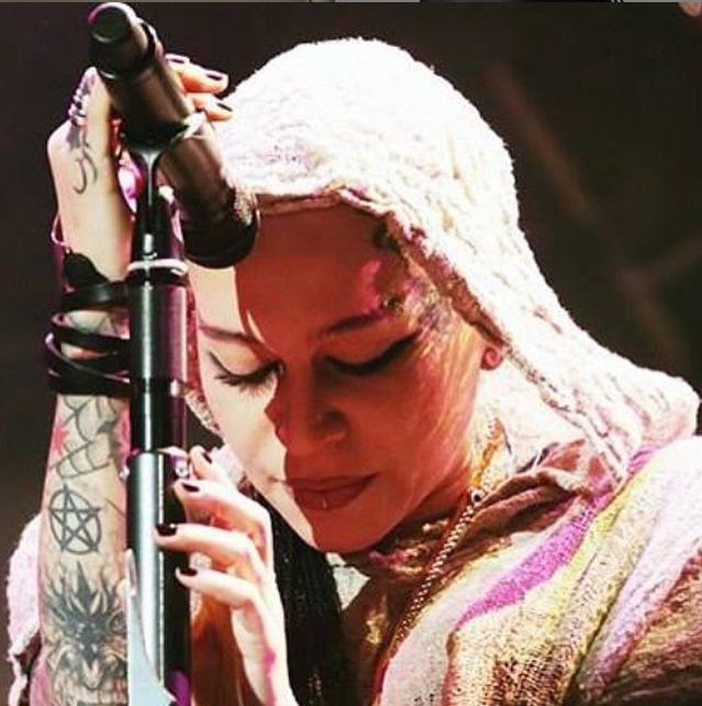 https://instagram.com/p/xy7MNljCnX/?taken-by=rocknnargiz.