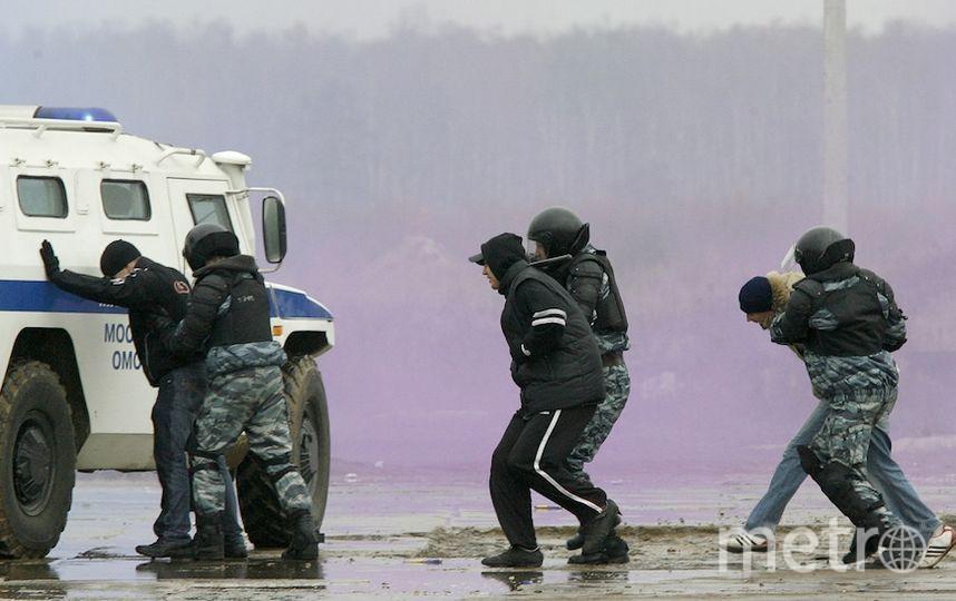 порно-актеры в москве задержали крошку позы которые