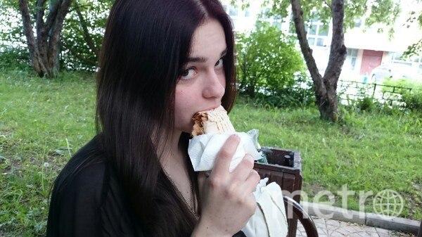 красивые девушки и шаурма / https://vk.com/donergirls.