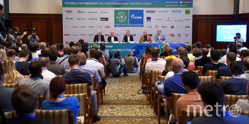 "предоставлено организаторами форума ""Футбол для дружбы""."