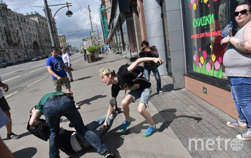 Молодые люди подверглись нападению.