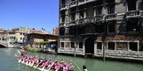 Традиционная регата Vogalonga прошла в Венеции