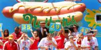Традиция американского Дня Независимости – поедание хот-догов на скорость
