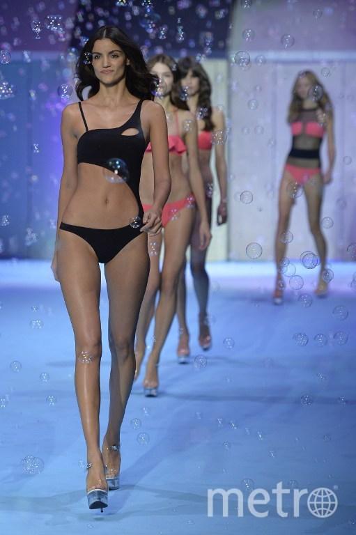 При показе моды оголилась грудь видео фото 604-505
