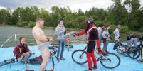 Велосипедисты искупались в воде и в грязи