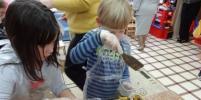 В Московском детском саду дети изготавливают бетон