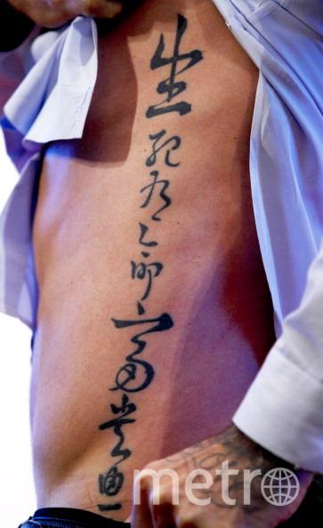 фото тату иероглифов на боку куликовом