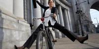В контору –  на велосипеде