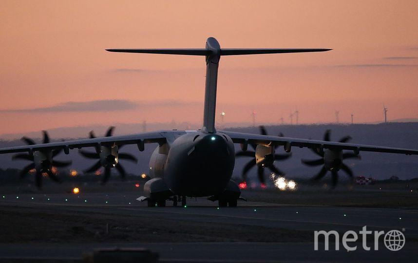 Пассажир пытался выйти из самолета над Тихим океаном. Фото Getty