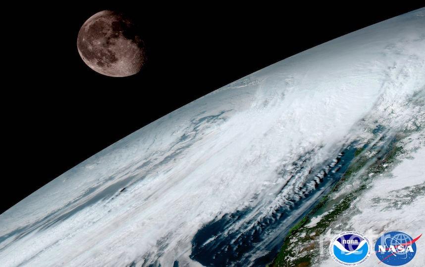 Снимок Земли и Луны. Фото NOAA/NASA