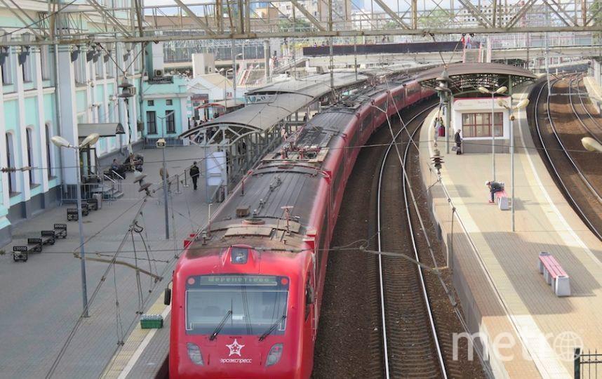 """К месту аварии следует ремонтный поезд, поскольку убрать локомотив с путей своим ходом невозможно. Фото """"Metro"""""""