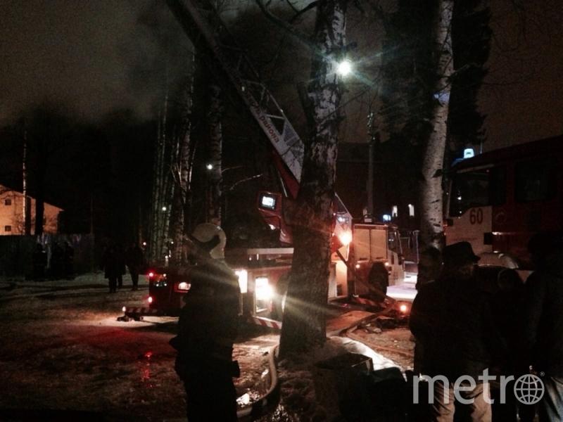 ВЛевашово тушили интенсивный пожар встроящемся доме