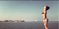 Певица Нюша выложила фото в бикини в эротичной позе с африканского пляжа