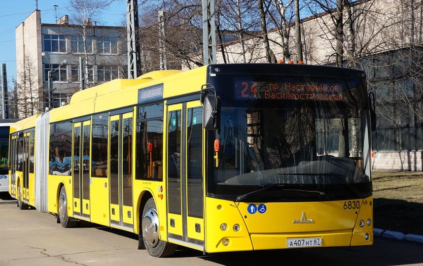 В автобусах Петербурга начнут принимать к оплате банковские карты. Фото www.avtobus.spb.ru