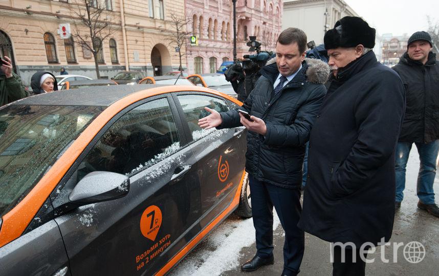 """Губернатору Петербурга презентовали новый сервис. Фото """"Metro"""""""