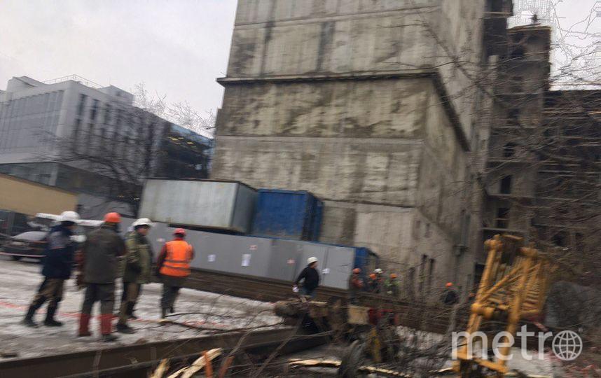Падение крана на стройплощадке. Фото vk.com/spb_today