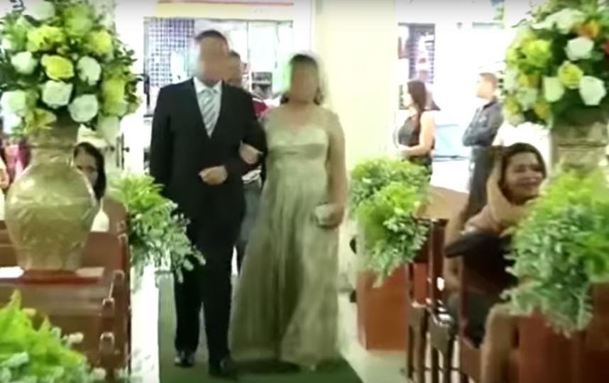 Мужчина зашёл в церковь за невестой. Фото Скриншот YouTube