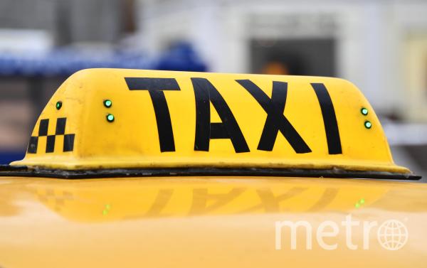 Эмблема такси. Фото РИА Новости