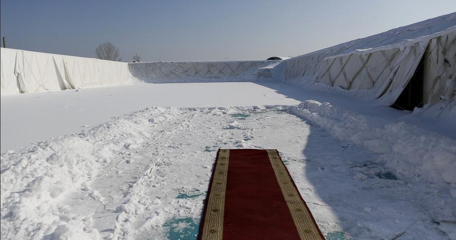 На Кубани отправлен в отставку глава района, расстеливший ковровую дорожку перед губернатором. Фото Twitter/kondratyevvi