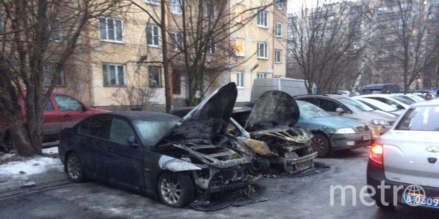 Три машины пострадали отогня напроспекте Энтузиастов вПетербурге