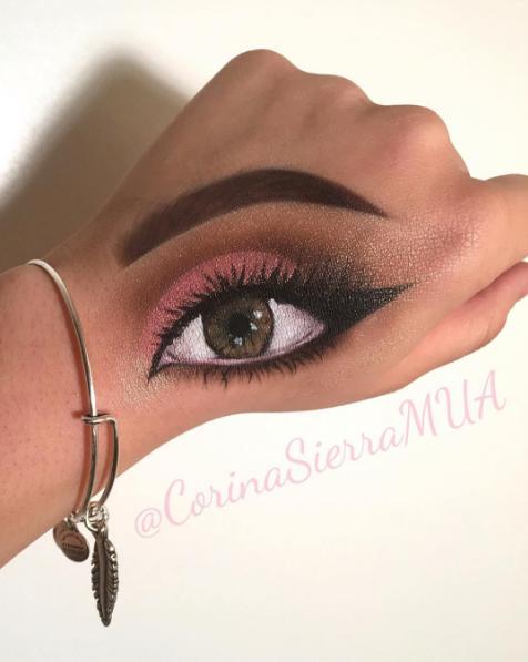 Глаз на руке. Фото www.instagram.com/corinasierramua