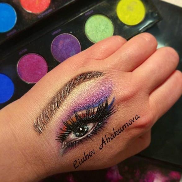 Глаз на руке. Фото www.instagram.com/studio_yana_beylenson