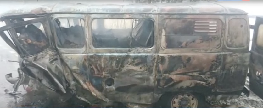 Cтолкнулись УАЗ и Toyota. Фото скриншот с youtube.com, vesti.ru