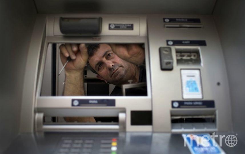 Банкомат оказался крепкой конструкцией. Фото РИА Новости
