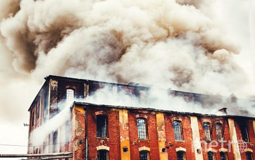 В Ленобласти горел недостроенный дом. Фото Getty