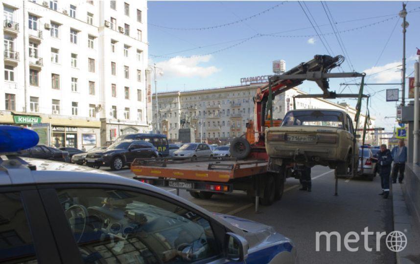 Водитель отечественного авто и пятеро его пассажиров избили 45-летнего эвакуаторщика. Фото РИА Новости