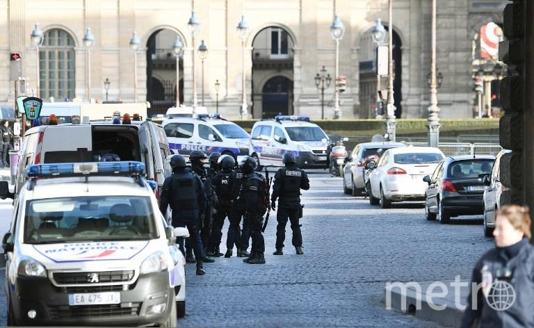 """Начальник полиции Парижа назвал случившееся """"попыткой теракта"""". Фото AFP"""