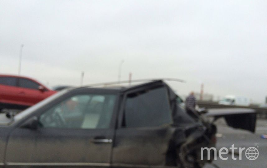 Спровоцировать аварию мог Mercedes, который остановился во второй полосе. Фото ДТП/ЧП - все
