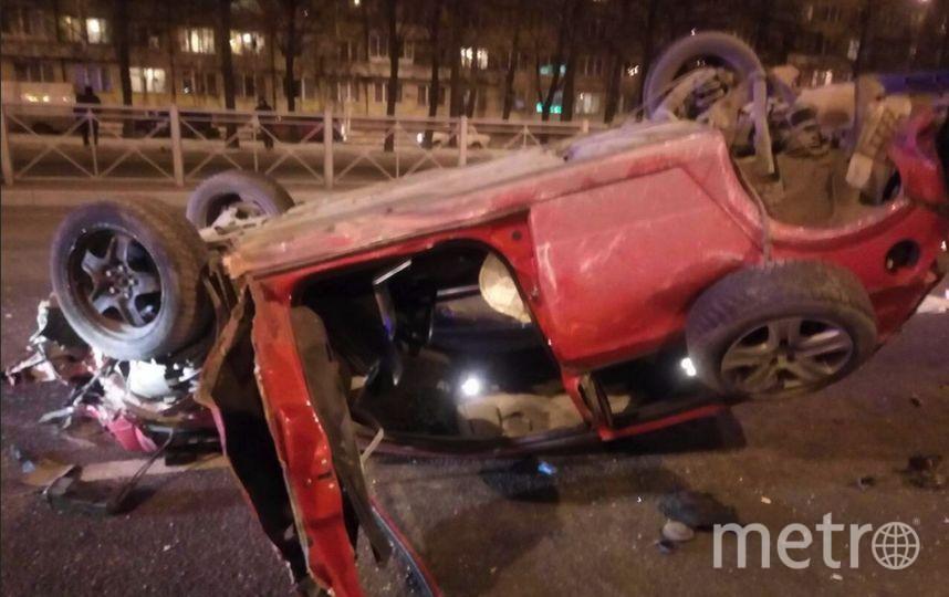 В результате ДТП машина перевернулась. Фото vk.com/spb_today
