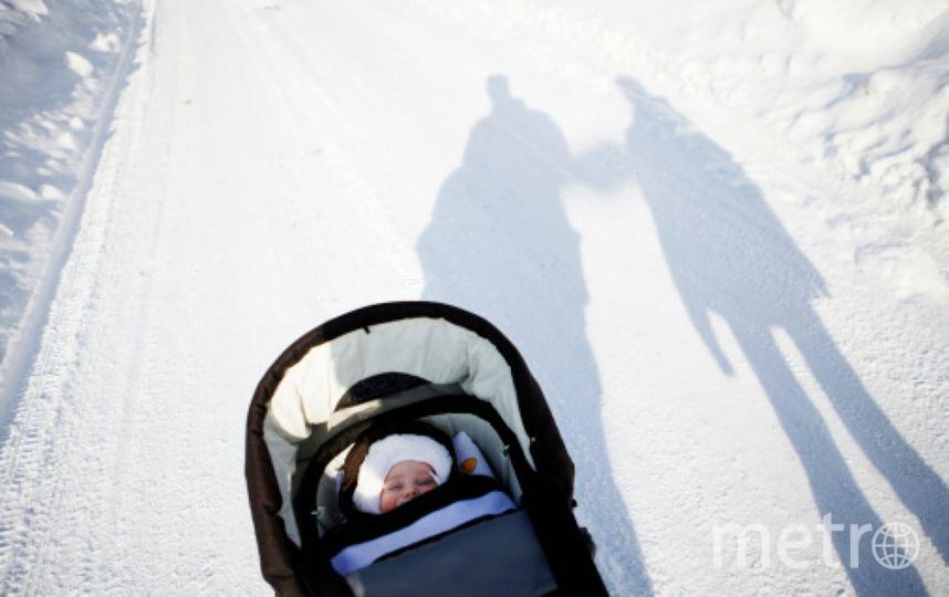 В Москве на коляску с младенцем упала груда снега. Фото Getty