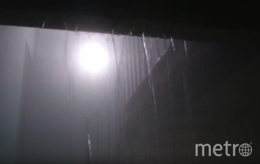 На Васильевском острове жилой дом затопило кипятком. Фото Скриншот/YouTube