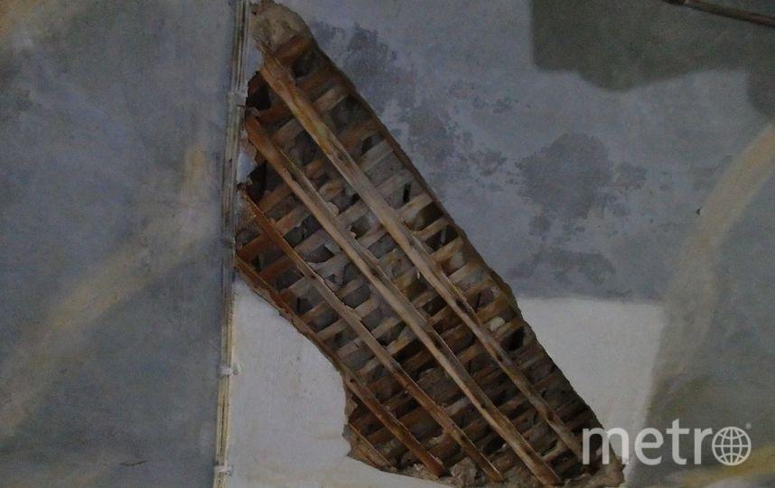 Потолок одной из квартир в пострадавшем доме. Фото Олег Иванов/Очевидец