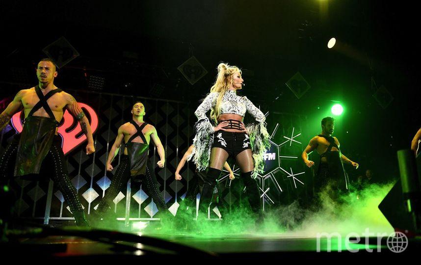 Концертный костюм подвел Бритни Спирс, оголив ее грудь. Фото Getty