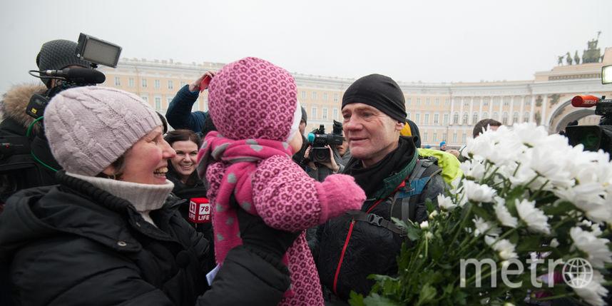 На финише 60-летнего путешественника встретила внучка