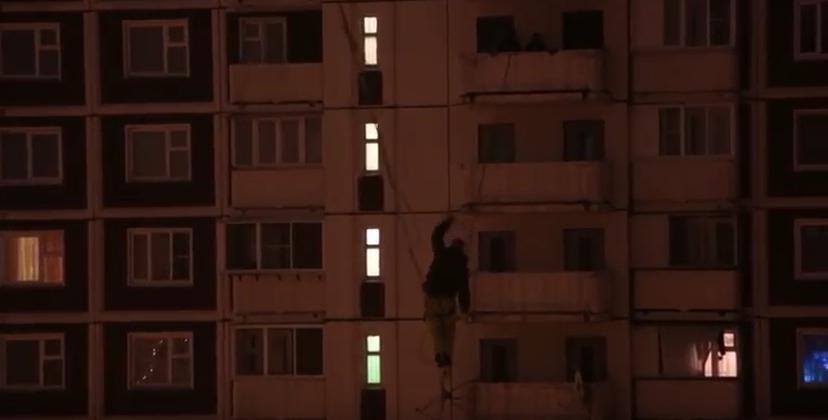 Кагин исполняет трюк в Марьино. Фото скриншот YouTube, РИА Новости