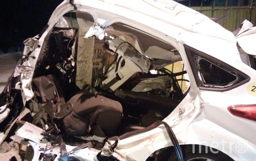 Автомобиль Ford врезался в столб. Фото ДТП/ЧП - все