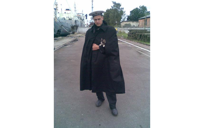 Мой сын служил на БДК (большой десантный корабль) в самом западном городе России - Балтийске. Суровые будни, но моряк маленького не обидит. Фото Рождественская Елена