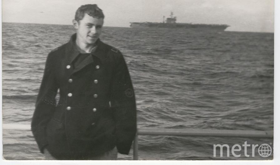 Моя служба на Северном флоте 1971-1974г. Северная Атлантика. Мы рядом с американским авианосцем. Фото Темрин Владимир