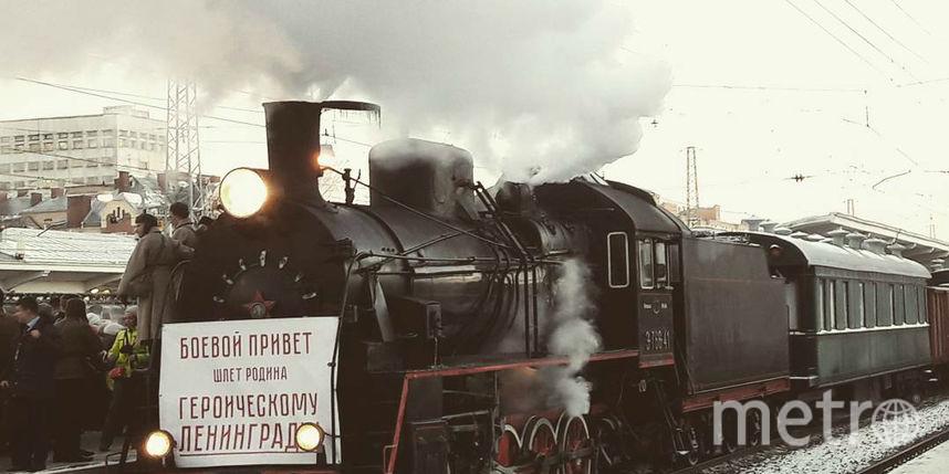 Живая память овойне: легендарный блокадный ретропоезд прибыл вПетербург