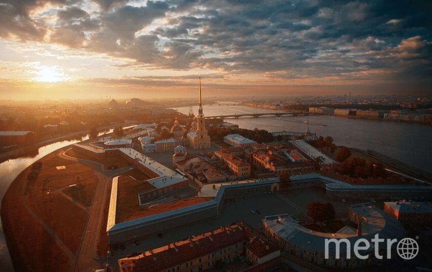 Кадры Петербурга были сделаны на рассвете и закате.