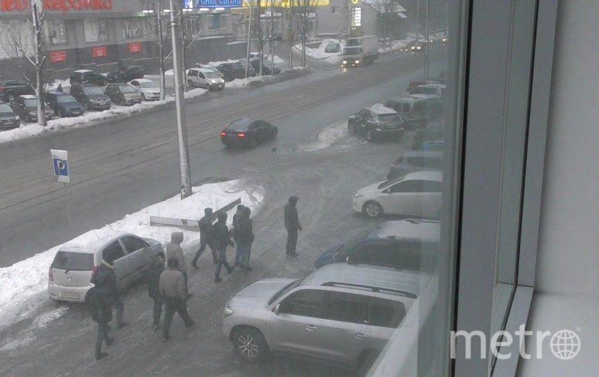 Радикалы, устроившие погром в Центре визуальной культуры. Фото facebook.com/vcrc.org.ua