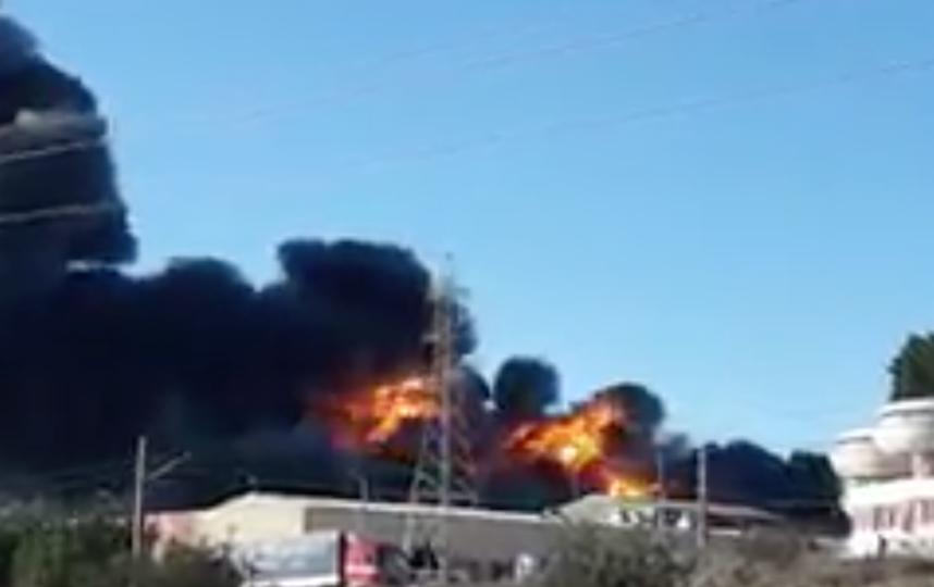 Пожар на предприятии в Валенсии. Фото Twiiter @PCPaterna