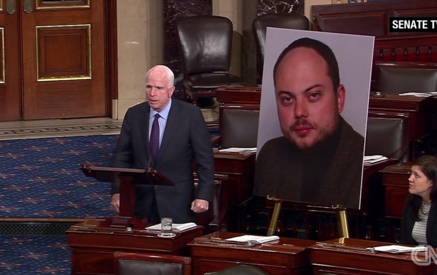 Сенатор Джон МакКейн выступает в Сенате США. Фото Трансляция Senate TV / CNN