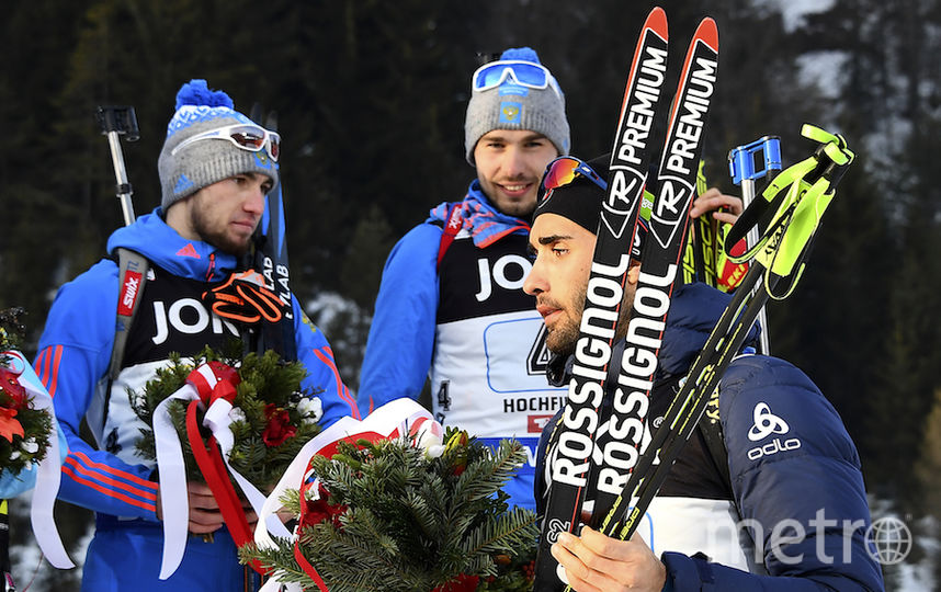 На цветочной церемонии Логинов и Шипулин не пожали руку Фуркаду, после чего тот поаплодировал им в спину и пытался уйти с пьедестала. Фото AFP