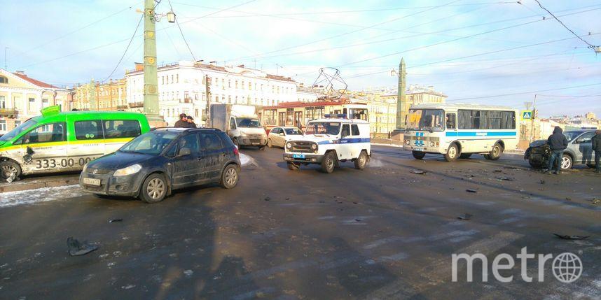 Всфинкса наЕгипетском мосту влетел автомобиль «ТаксовичкоФ»