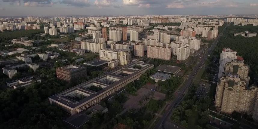 Вобщежитии наюго-западе столицы из-за задымления эвакуированы около 700 человек
